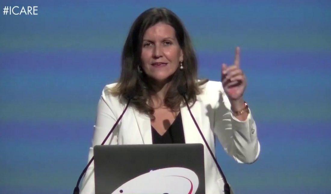 """""""La gente está uniendo el trabajo con el placer"""", Georgeanne Barceló de Komatsu Latinoamérica - RedSocial IcareChile - YouTube"""