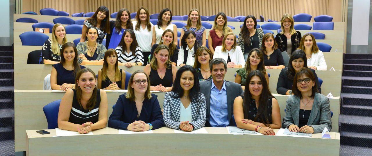 Mujeres a altos cargos: Promociona gradúa 29 alumnas y abre postulaciones