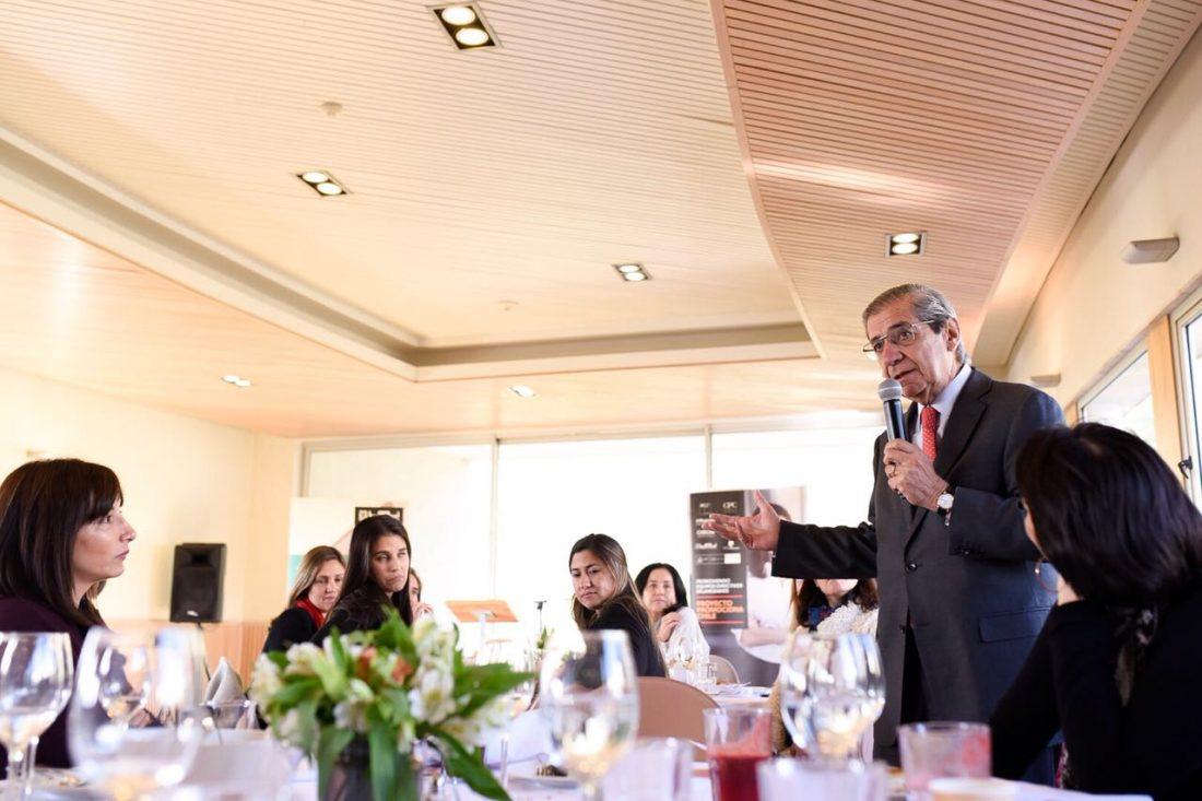 El presidente de la CPC les habla a las alumnas del programa promociona