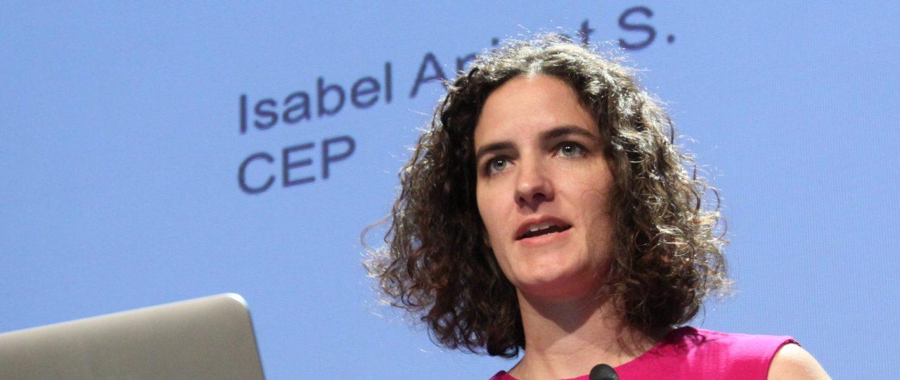 Isabel Aninat, investigadora del CEP, afirma que el Estado opera igual hace 30 años