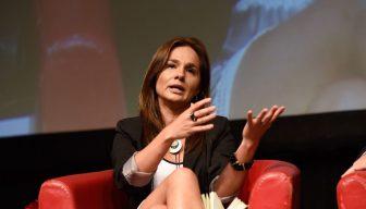 Directora de Chile 21 llama a renovar liderazgos de centro izquierda sin renegar de la Concertación