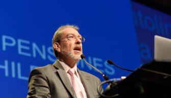 """Jefe de Pensiones de la OCDE sobre Chile: """"La solución esmejorar el sistema actual"""""""