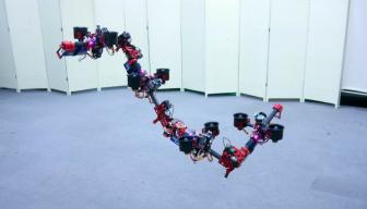 """Científicos crean """"dron dragón"""": adapta —autónomamente— su forma en el aire"""