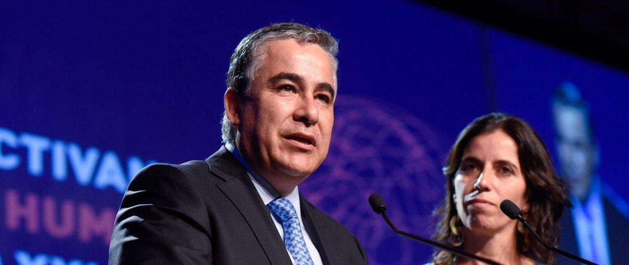"""Claudio Muñoz y Verónica Cabezas inauguran foro """"Educación: Activando el potencial humano para el siglo XXI"""""""