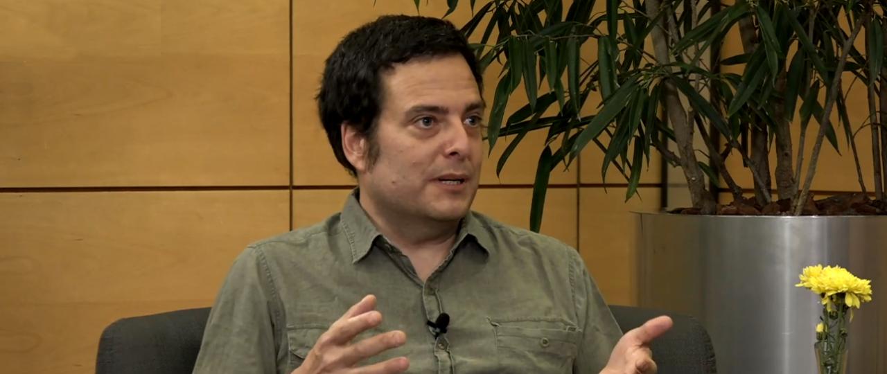 """Hugo Herrera en el Ciclo """"En Persona"""" de ICARE: """"En Chile la izquierda académica y el neoliberalismo económico operan con la misma matriz: el pueblo es material de adiestramiento y no algo valioso por sí mismo"""""""