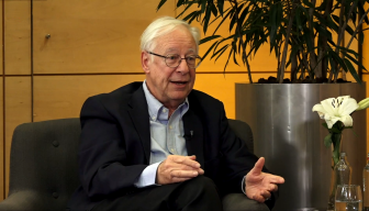 """José Joaquín Brunner en el Ciclo """"En Persona"""" de ICARE: """"La idea de una democracia con mayores grados de participación es lo único que salvaría al capitalismo de su fuerza fáustica"""""""