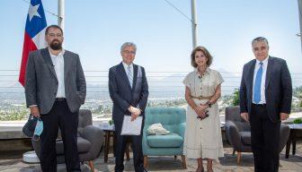 """""""Una Constitución política para Chile"""": Tres miradas sobre los ejes que deben contemplarse en el proceso constituyente"""